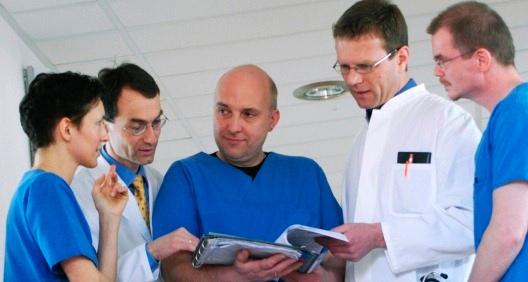 Themenbild Der Arzt im MVZ der PHV